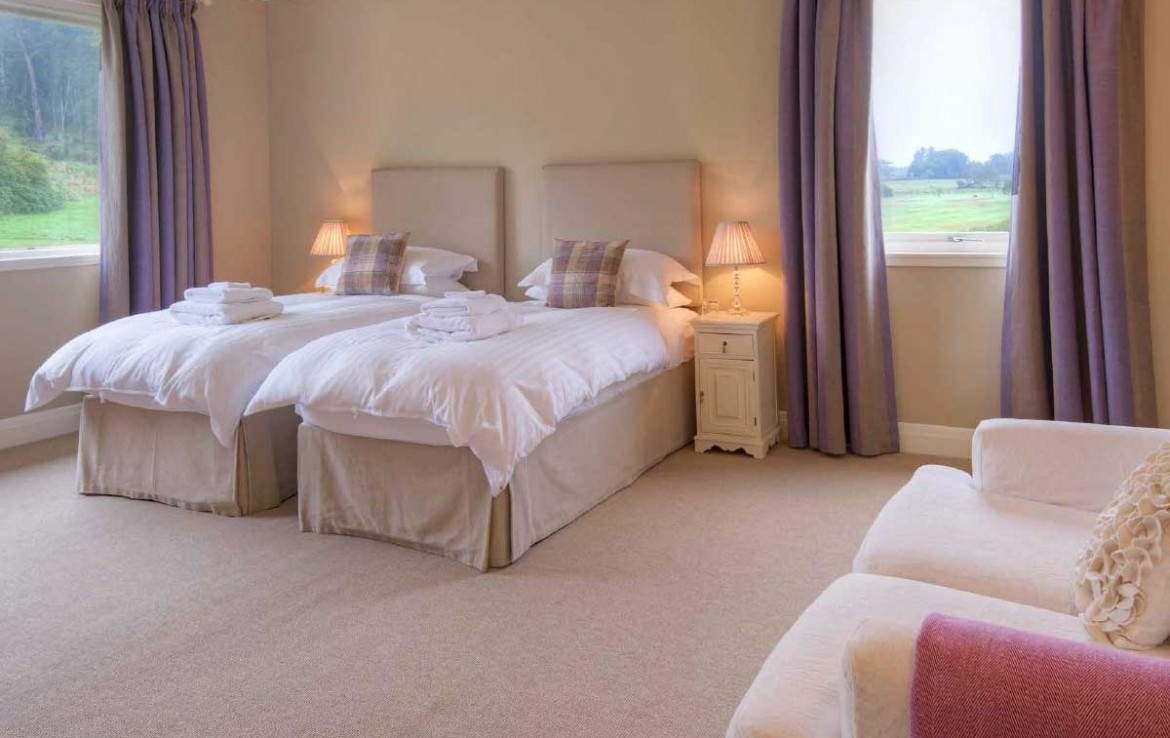 twin bed room in Dunglass country estate cottage